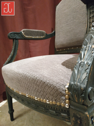 Finition clous décoratifs - Aurélie Legrand tapissière